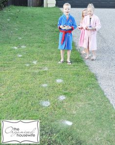 Puff talcum powder spots all over the lawn like rabbit foot prints so the kids follow the trail to find the hidden eggs