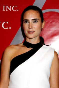 Jennifer Connellys long, casual hairstyle