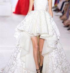 ... tendance à suivre-Robe de mariée courte devant longue derrière More