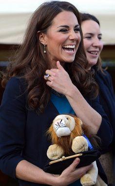 Kate with Alphie. She wants to go ADPi. duchess of cambridge, the duchess, royal famili, thing royal, kensington garden, kate middleton, lions, princess kate, art rooms