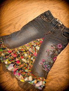 """Ruffled """"recycled denim"""" skirt, need to do this with Alexas pants that are too short... Little Girls, Sewing Machines, Recycle Jeans, Recycle Denim, Jean Skirts, Kids, Jeans Skirts, Denim Skirts, Old Jeans"""