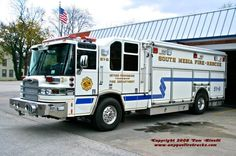 South Media, PA FD Rescue 51-6 2005 Pierce Quantum Heavy Rescue Squad.