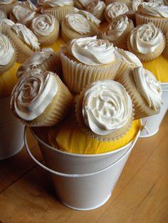 More Cupcake Centerpieces! Neat idea