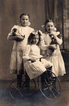 VELOCIPEDE~sisters