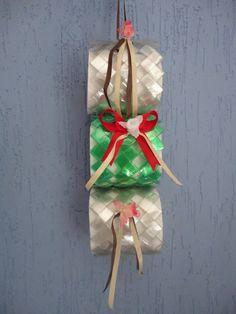 Suporte para papel higiênico feito com garrafa pet