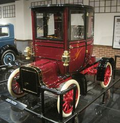 1906 Cadillac Model H (More info: http://classicoldcars.net/1906-cadillac/photos.htm)