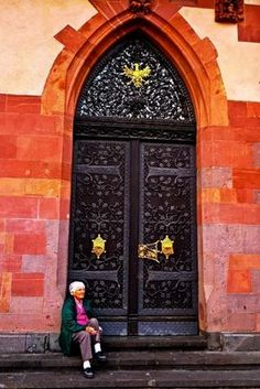 Romer door, Frankfurt, Germany | Photo by Jean and Bill Pawek