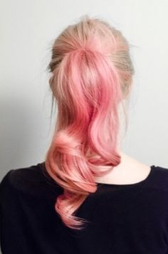 10 Curly Hair Ponytail with pastel color