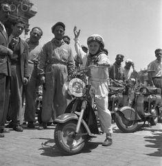 Motorcycle Race in Saint Peter's Square - 1950   #TuscanyAgriturismoGiratola