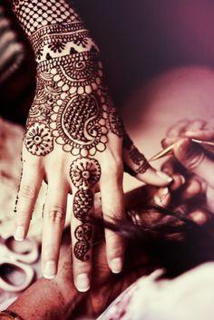 indian tatoo, henna art, henna designs, drawing hands, hennas, bridal henna, indian body art, henna tattoo, indian fashionwed