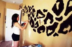 DIY: cheetah print wall!!! So cute!! :)