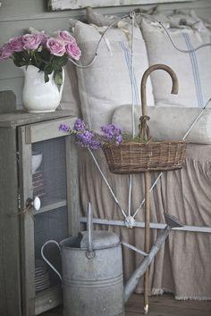 www.cedarhillfarmhouse.com