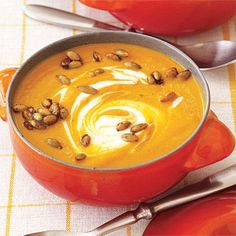 Easy #pumpkin recipes for fall: Curried Pumpkin Soup with Spicy Pumpkin Seeds and More! #fall #recipes