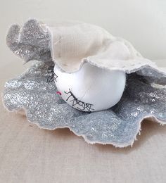 Pearl in a silver shell by Tamar Mogendorff