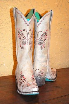 Lane Boots in Melanie Bone #cowgirlboots #cowboyboots #country #countrygirlFor more Cute n' Country visit: www.cutencountry.com and www.facebook.com/cuteandcountry