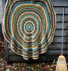 Ravelry: Granny Mandala pattern by Alice Best.
