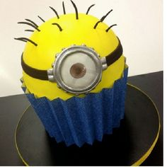 MINION CUPCAKE. Using the big cupcake pan