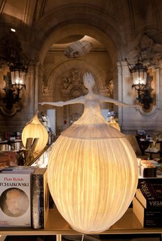 Flore, réalisée pour la galerie de l' Opéra Garnier, 2009