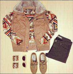 Keep up with this fall trend: aztec prints! Style this aztec jacket with some jewelry and you are ready for this coming season! #madrag #madragstores #madragstyle #fall #prints #outfit #ootd #fashion #style #aztec #accessorie #shoes