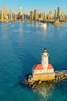 Chicago ~ 06:28am. Chicago Harbor Lighthouse and Lake Michigan. Photo: Igor Menaker