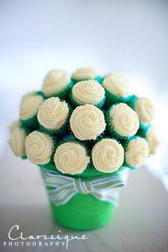 flower pot cake pop display at http://www.handletheheat.com/2010/02/cookies-cream-cheesecake-cupcakes.html Cupcake Displays, Cupcake Bouquets, Vanilla Cupcakes, Flower Pot, Mini Cupcakes, Cake Pop, Flower Cupcakes, Cupcake Cakes, Cake Tabl
