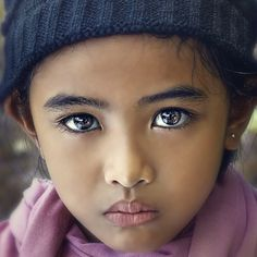 wow.... beautiful eyes and girl