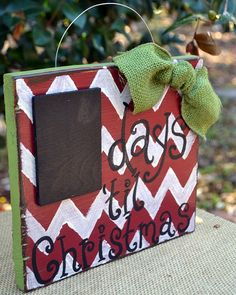 Countdown to Christmas sign.  Could do without the chevron, but like the colors, burlap, and erasable chalkboard.