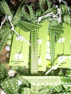I miei trasparenti......tubicini trasparenti con confetti sfumati, nastro in gros, spago e tags le due mezze mele
