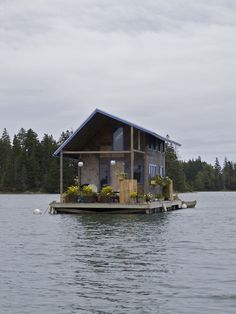 cabinporn:    Hand-built floating cabin in Perry Creek, on the island of Vinalhaven, Maine.  Photographed by Marcus Peabody.