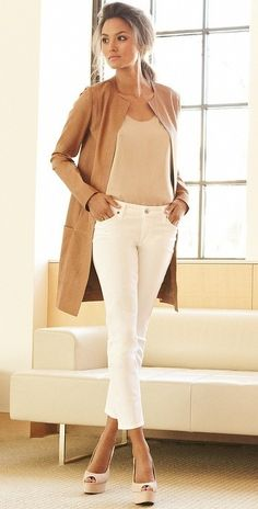 I simply love this look! Is one of my favorites! White jeans or pants, nude top, beige long light wool coat & nude peep toe pumps!!