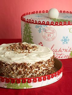 give cakes in hat boxes - great idea!
