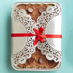 Doily-Wrapped Baking Pan - make a not-so-attractive foil pan look festive with a little ribbon and some large dollies! doili, christmas parties, food gifts, christmas baking, baking pans, christmas party favors, cookie gifts, summer parti, christmas gifts