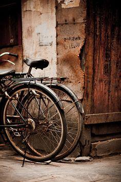 Brown | Black bicycle.