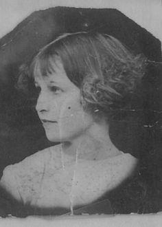 a young portrait of Bonnie Parker (of Bonnie & Clyde)