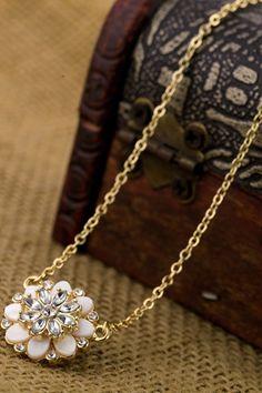 Sparkling floral necklace.