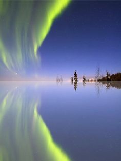 ✯ Aurora Borealis  mirrored in the water