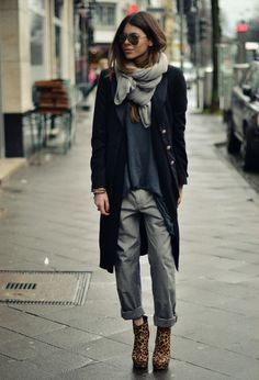 Perfect relaxed cold weather look - seems effortless and chic!
