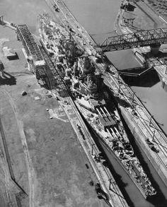 USS Missouri passing through the Panama Canal, 1945
