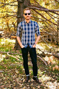 Stay Classic, men's fashion blogger rocks AEO Skinny Jeans.