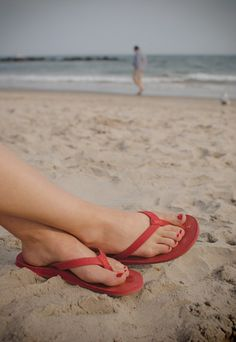 UGG® Australia's leather flop flops for women - the #Kayla - #letsgetlost #spring