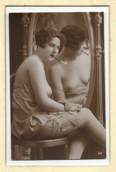 PHOTO French TOPLESS nude woman SMOKING CIGARETTE CASE postcard