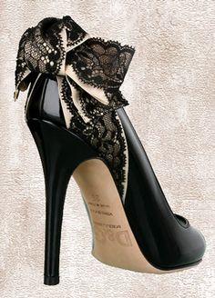 So pretty! Black Lace Bow Heels