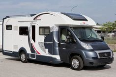 T-line Gar M Magnifico semi- of integraal camper van Roller Team