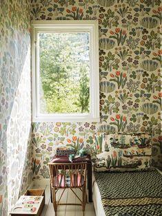 Josef Frank wallpaper for the kitchen!