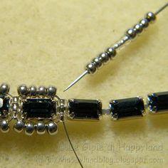 Le gioie di Happyland: Catena strass Montana S: start w/ rhinestone string and add beads