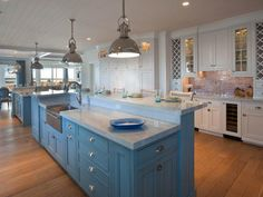 By the Serene Seaside - The Year's Best Kitchens: NKBA People's Pick 2014, Extended Gallery on HGTV