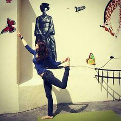 Dancing with butterflies! #yoga #streetyoga #rendezvousyoga #streetart #natarajasana #paris #rdvyoga - blog.rdvyoga.com