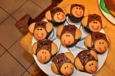 Monkey cupcakes for my son's jungle themed 1st birthday birthday parti, jungle themed 1st birthday, birthday idea, 1st birthdays, easi monkey, monkey cupcak