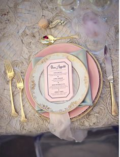 Wedding Party Place Setting Ideas for #vintage Wedding ... Wedding ideas for brides, grooms, parents & planners ... https://itunes.apple.com/us/app/the-gold-wedding-planner/id498112599?ls=1=8 … plus how to organise an entire wedding ♥ The Gold Wedding Planner iPhone App ♥