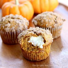 Pumpkin cream cheese muffins... looks delish.